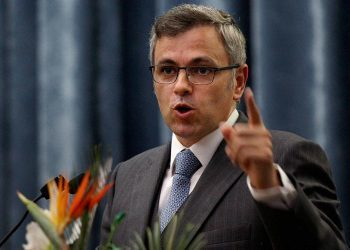 New Delhi: Jammu & Kashmir Chief Minister Omar Abdullah delivering the valedictory address at the 8th Annual Convention of the Central Information Commission in New Delhi on Tuesday. PTI Photo by Shahbaz Khan (PTI9_3_2013_000170B)